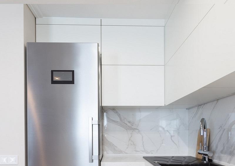 τοποθέτηση λάστιχου πόρτας ψυγείου